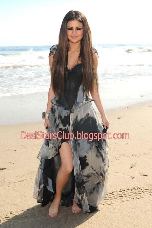 Selena Gomez Shoot On The Beach Of Malibu