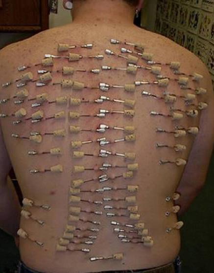 Orang Dengan Tindikan Piercing Terekstrim