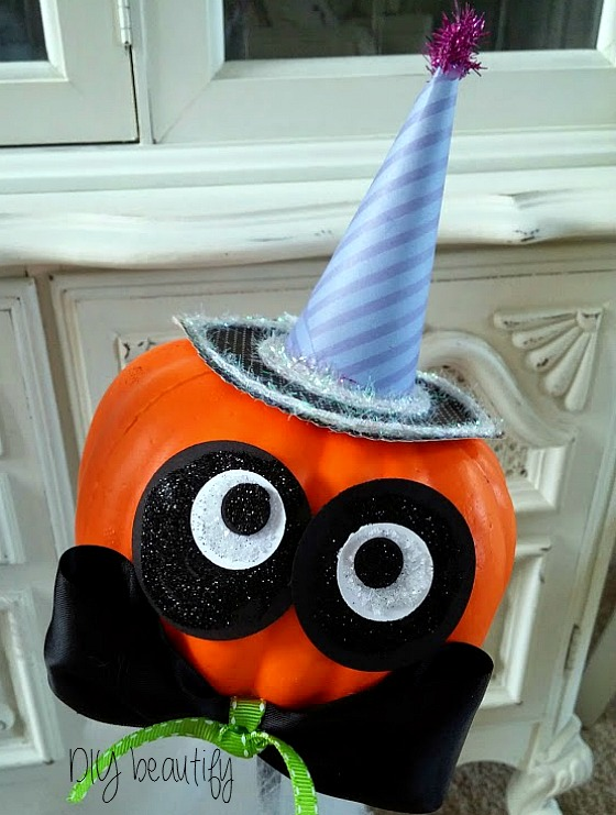 Cute Halloween Pumpkin at www.diybeautify.com