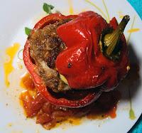 Papryki nadziewane mięsem pieczone w piekarniku