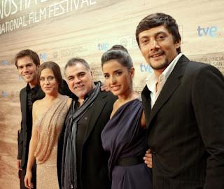 Protagonistas de La Voz Dormida con el director