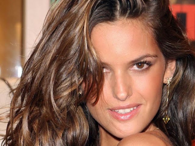 Izabel Goulart  Biography and Photos 2011