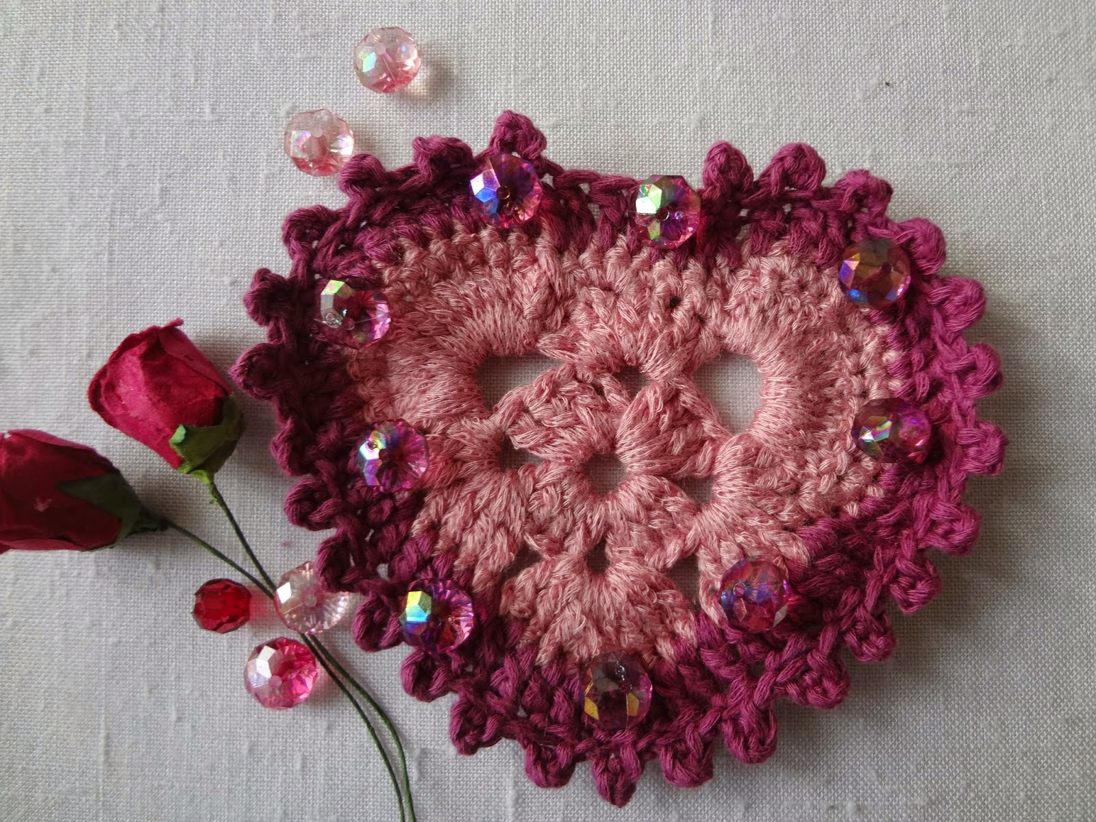Totally Tutorials: Tutorial - How to Crochet a Heart