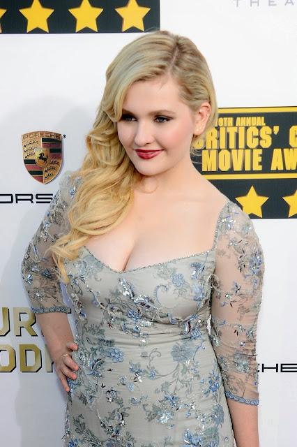Abigail Breslin Hot At Critics Choice Movie Awards 2014