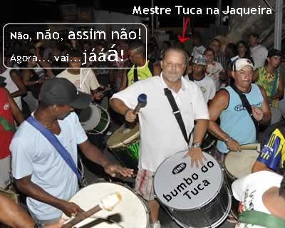 Tuca toca bumbo no Bloco da Jaqueira