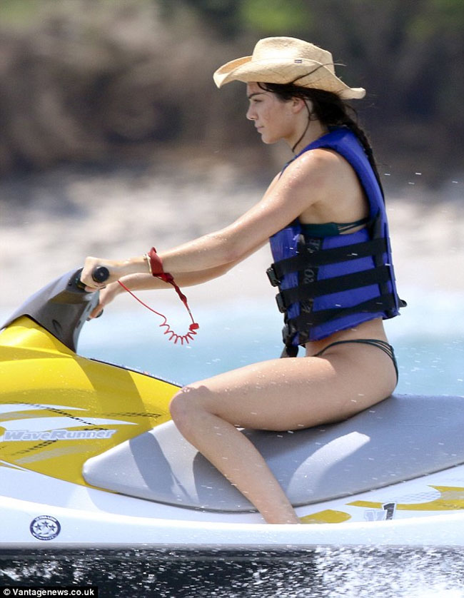 Kendall Jenner on the jet ski mexico