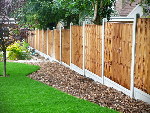 Garden ideas along fence home ideas modern home design for Garden fence features