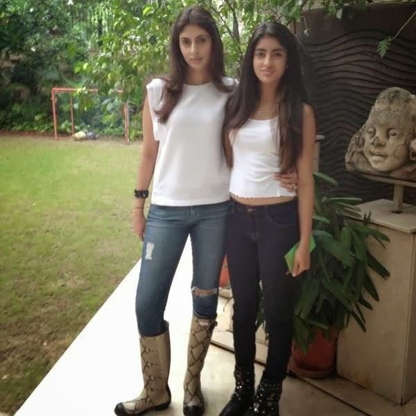 Amitabh-Bachchan-grand-daughter-Navya-Naveli-Hot-Images-5
