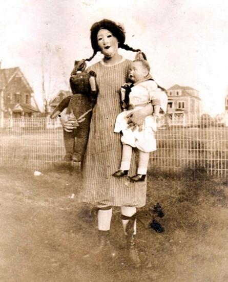 fotografia antigua de niña en halloween