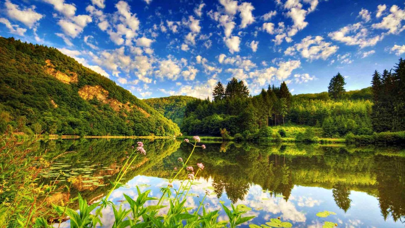 http://4.bp.blogspot.com/-QUlLBezYSUI/UGRVLjpoPTI/AAAAAAAAPQg/ktT3BBsl5pM/s1600/1182065-1366x768-lake.jpg