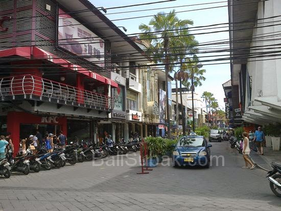 Kuta Square, Kuta shopping complex with well-known brands