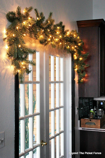 giveaway, garland, Christmas, wood slices, let it snow, christmas ideas, rustic, snowflakes, fusion mineral paint, http://bec4-beyondthepicketfence.blogspot.com/2015/11/12-days-of-christmas-day-4-garland.html