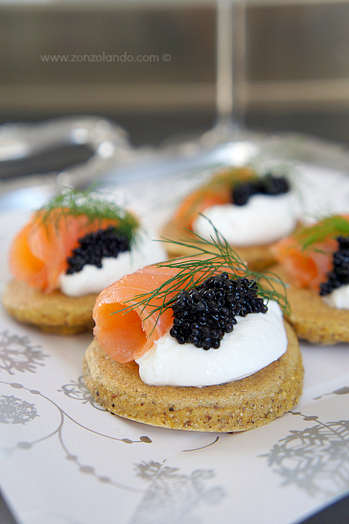 Bliny con salmone in versione finger food zonzolando for Smoked salmon roulade canape