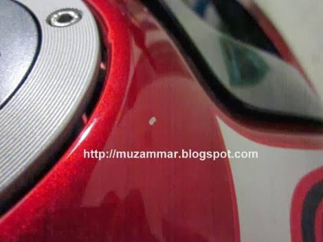 Tangki New Yamaha Vixion Lightning sompel terkena ujung nozzel saat mengisi bensin akibat kecerobohan petugas SPBU