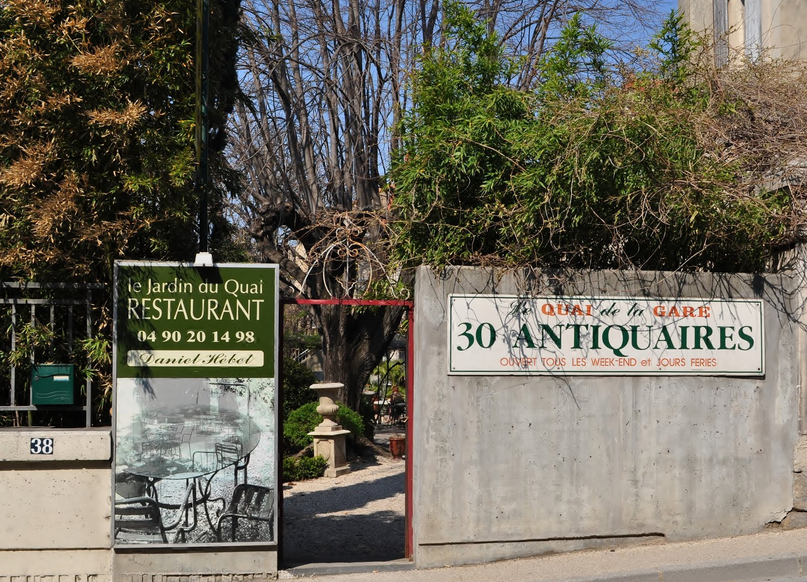 Our house in provence l 39 isle sur la sorgue antique for Le jardin du quai