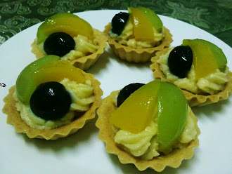 Fruits Tart Type B (Peach &amp; Black/Green Grape)