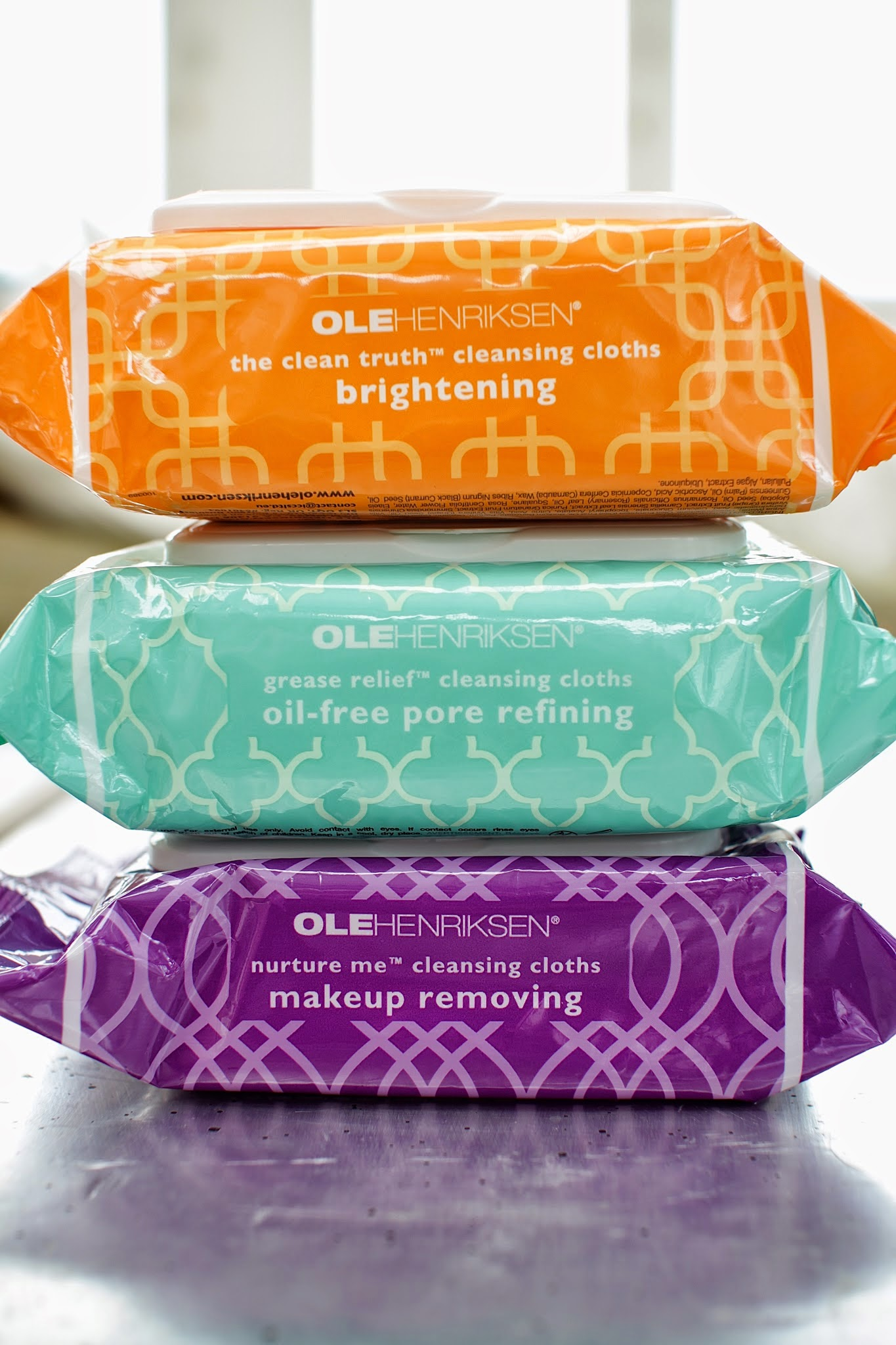 Ole Henriksen The Clean Truth Cleansing Cloths | 10 Best Makeup Removers for All Skin Types, check it out at http://makeuptutorials.com/makeup-removers-makeup-tutorials