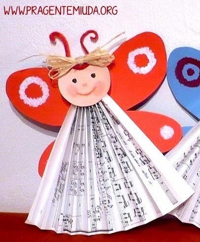 Anjinhos feitos com dobradura e colagem de papel