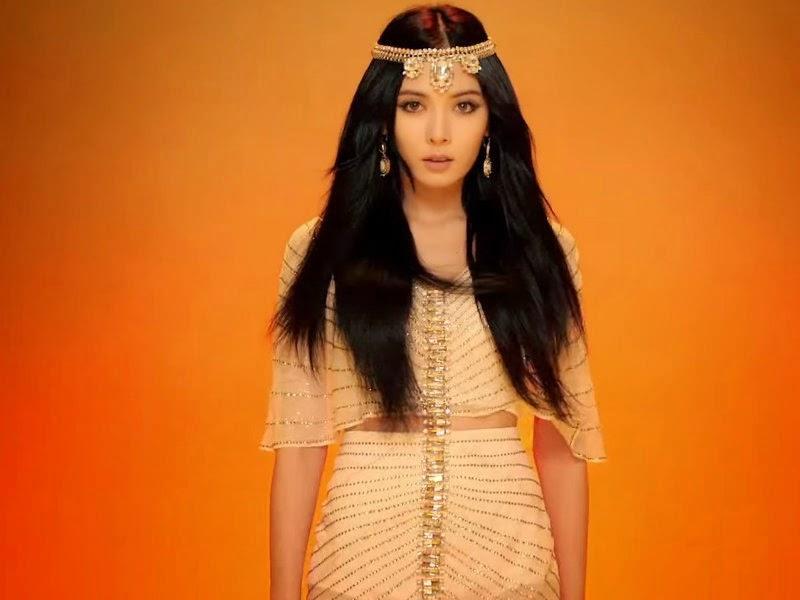 HyunA Cleopatra Red