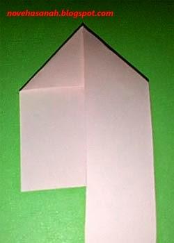 buat lipatan sehingga terbentuk seperti huruf n