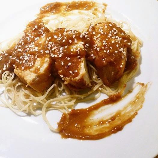 Poitrine de poulet à l'asiatique et sa sauce arachide style Satay