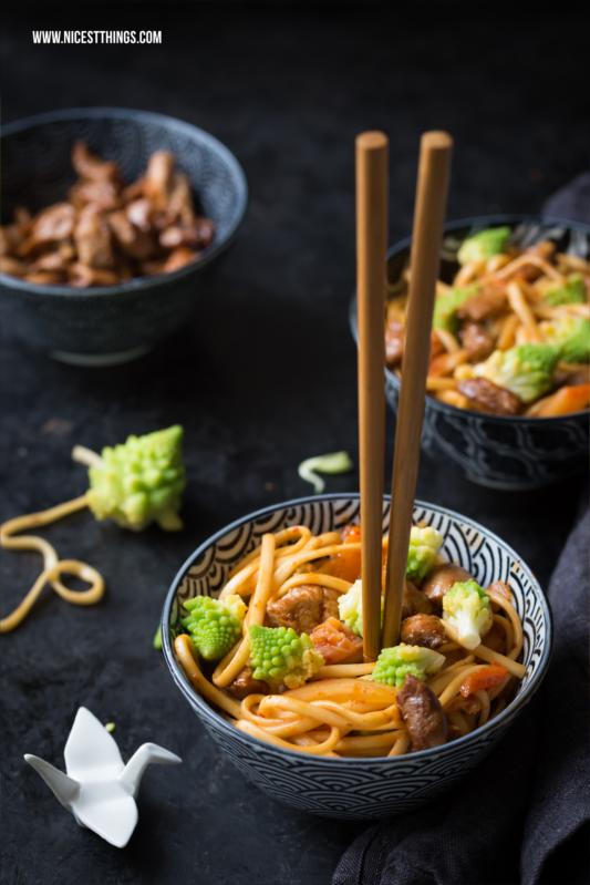 Asiatische Udon Nudeln mit Kimchi, Romanesco und Honighuhn #udon #asiatisch #kimchi #romanesco