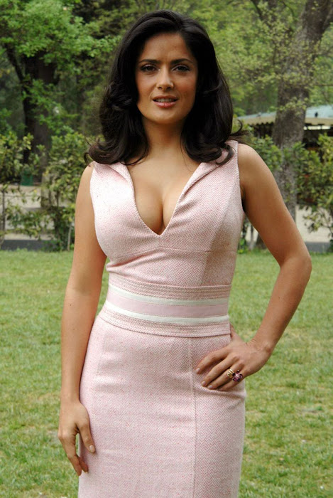 salma hayek cleavege latest photos