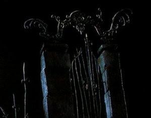 ponoči se bojim prebuditi │ takrat prilezejo iz mene │ vse pošasti pekla