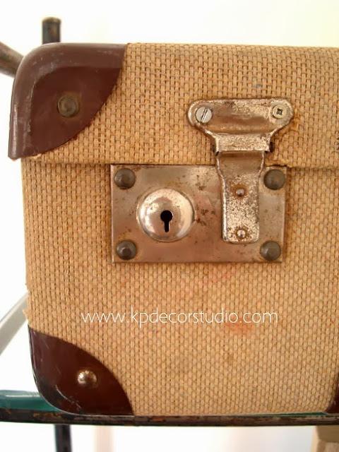 Maletas con cerraduras funcionando, puro vintage español