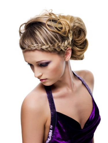 http://4.bp.blogspot.com/-QX0JUykW9z8/TqFmVYGq_1I/AAAAAAAAk5Y/UIH4I8seLvU/s1600/peinados+favoritios+1.jpg