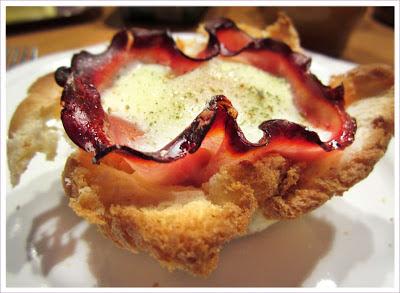 Frühstückstoast als Muffin mit Schinken und Ei