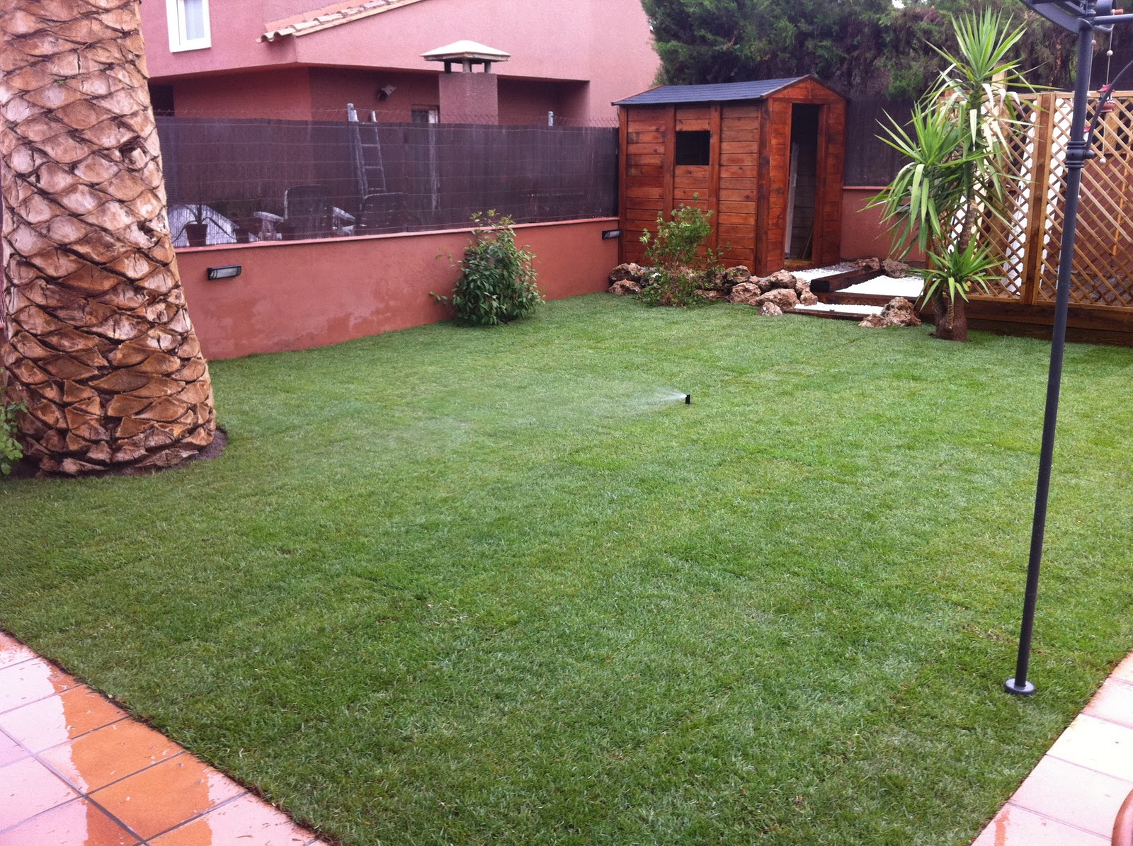 Jardineria paisajes dise o y construccion de jardines - Riego automatico cesped ...