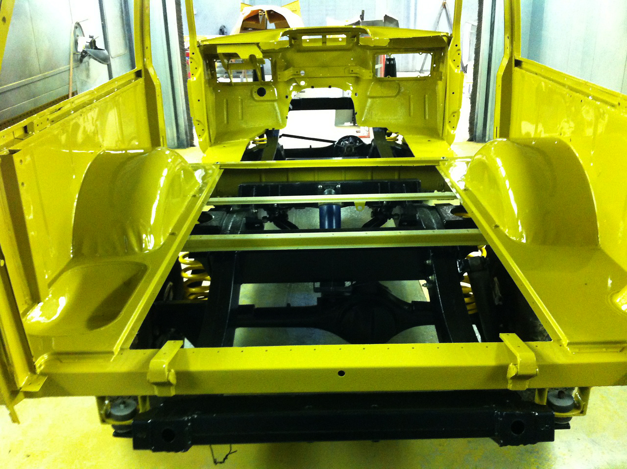Mitchell motors another early land rover range rover - Range rover classic interior parts ...