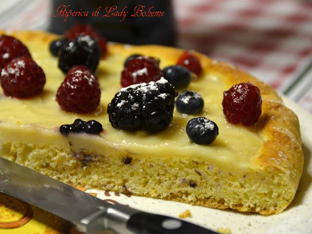 hiperica_lady_boheme_blog_di_cucina_ricette_gustose_facili_veloci_torta_ai_frutti_di_bosco_e_crema