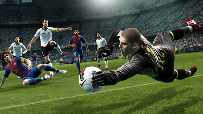 PES 2013 screenshot: Victor Valdes - new goalkeeper animation