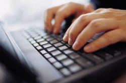 mains sur un clavier