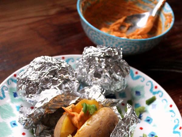 Folienkartoffel mit pikantem Dip - das schnelle Mittagessen (fast schon auf die Hand!)