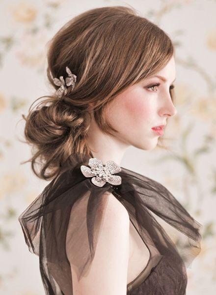 la tendencia de moda en peinados de fiesta es hacia un estilo muy natural juvenil desenfadado y lucir una melena larga y cuidada