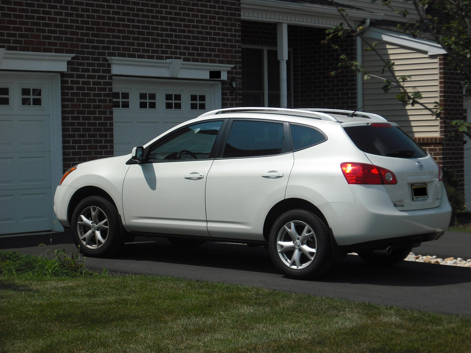 World automotive center january 2012 nissan rogue is a compact crossover suv vanachro Image collections