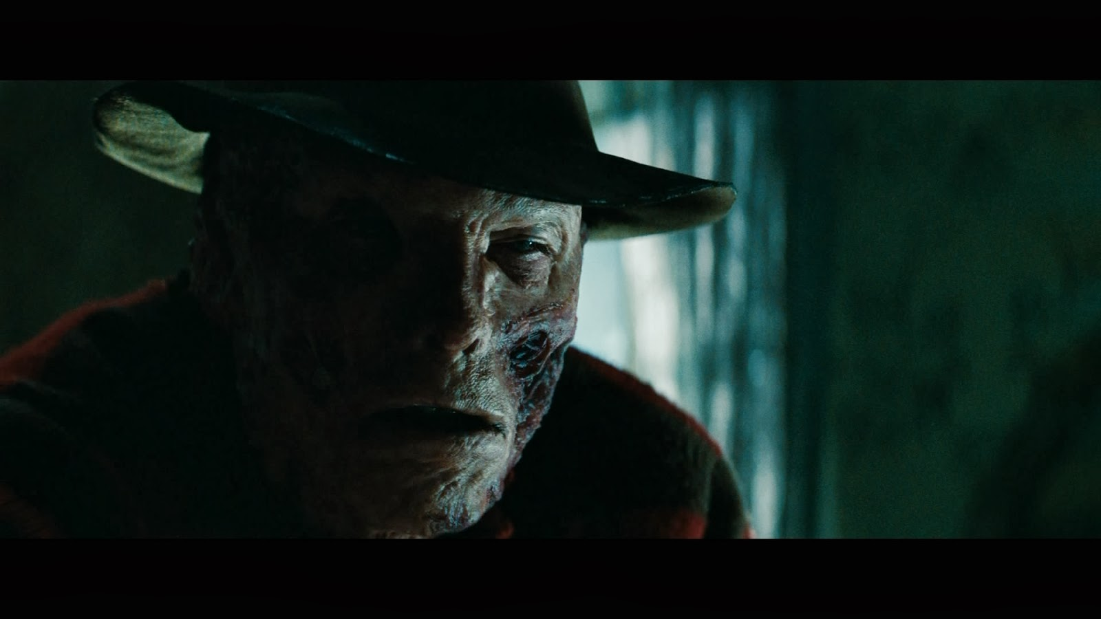 nightmare on elm street A nightmare on elm street is a horror classic and deserves every bit of praise it has gotten this is one of wes craven's best movies, probably only behind scream.