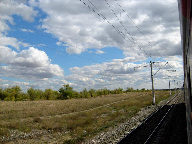 Облака за окном поезда