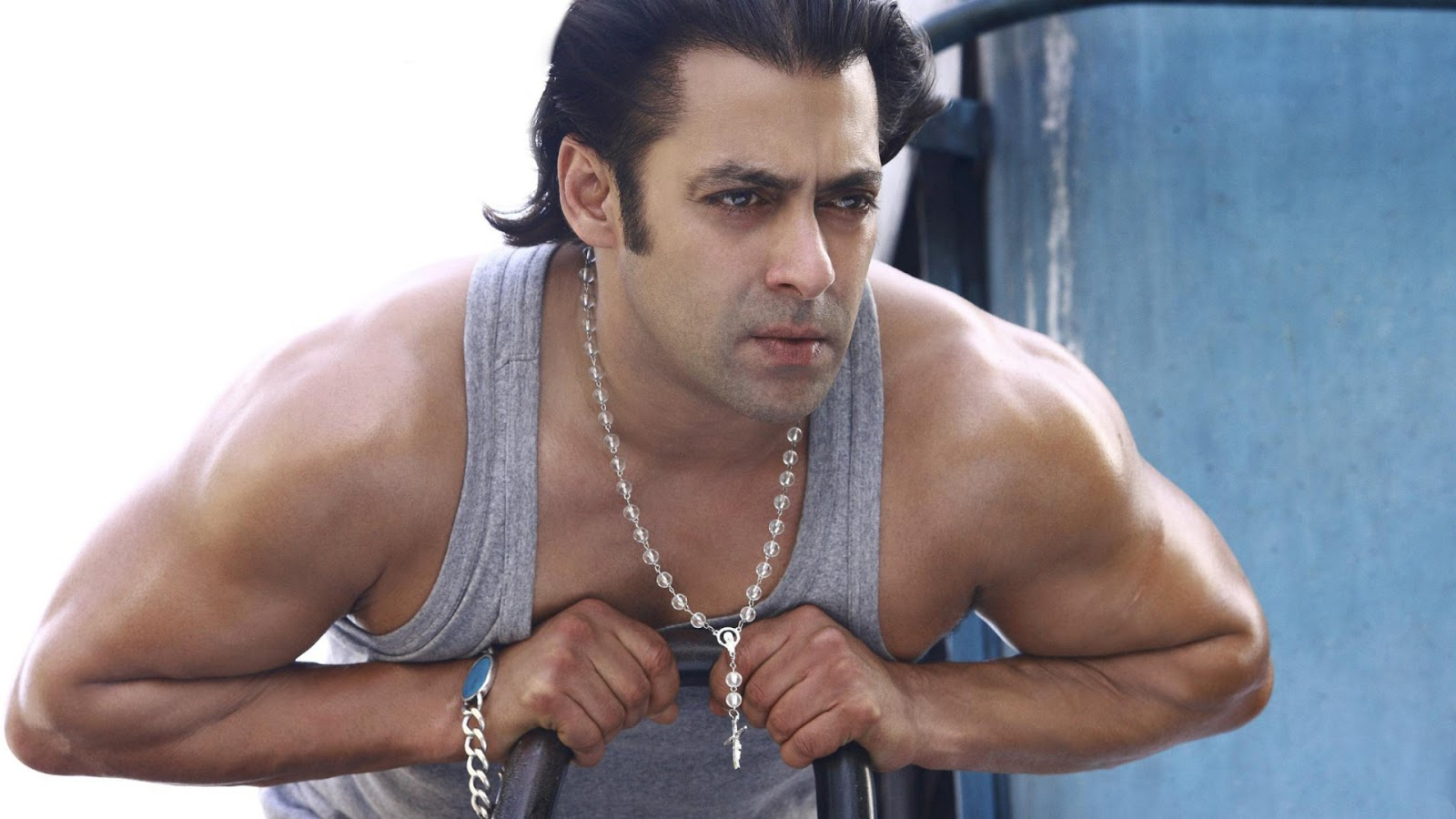 Salman Khan Body Wallpaper in Wanted Movie