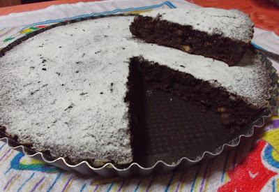 Torta di pane al cioccolato e frutta secca