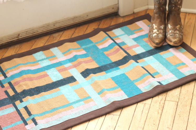 Painted Plaid Rug -- turn an ordinary rug to extraordinary with a little paint!