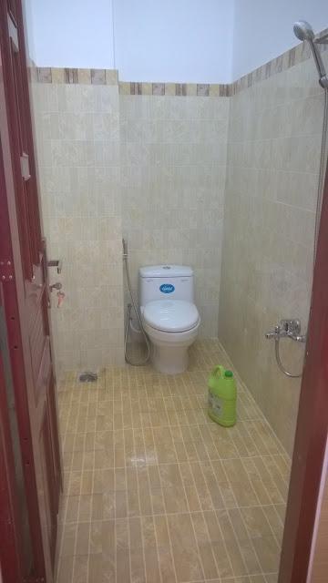 Toilet kháp kín sạch sẽ