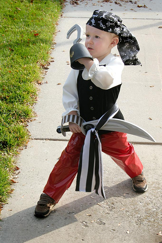 DIY Pirate Costumes For Kids  sc 1 st  Itty Bitty Halloween Ideas & Itty Bitty Halloween Ideas: DIY Pirate Costumes For Kids