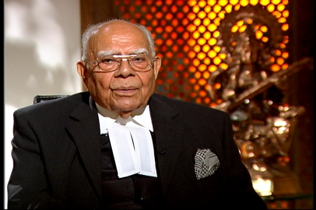 """India's most expensive lawyer Ram Jethmalani is defending Delhi CM Kejriwal against the defamation suit filed by Finance Minster Arun Jaitley, free of cost.   Jaitley has slapped both criminal and civil suits on Kejriwal for making allegations of corruption in DDCA when he was heading it.   In an interview with Scroll, Jethmalani says  Kejriwal got in touch requesting him to represent him. Jethmalani promptly said: """"Yes, I will surely represent you."""""""