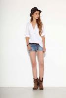 look camisa blanca con shorts
