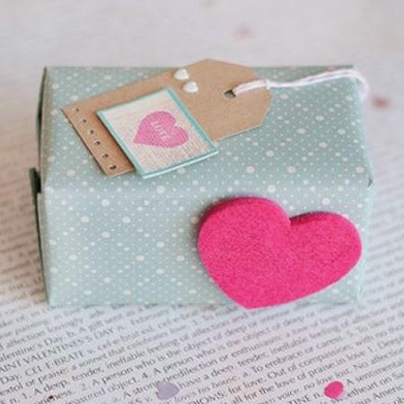 Опаковане на подарък с декоративна хартия