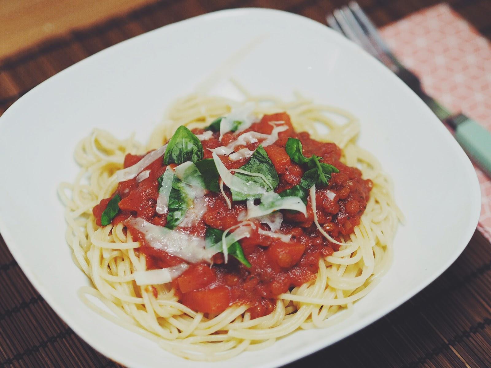 spaghetti mit berglinsenbolognese barsista. Black Bedroom Furniture Sets. Home Design Ideas